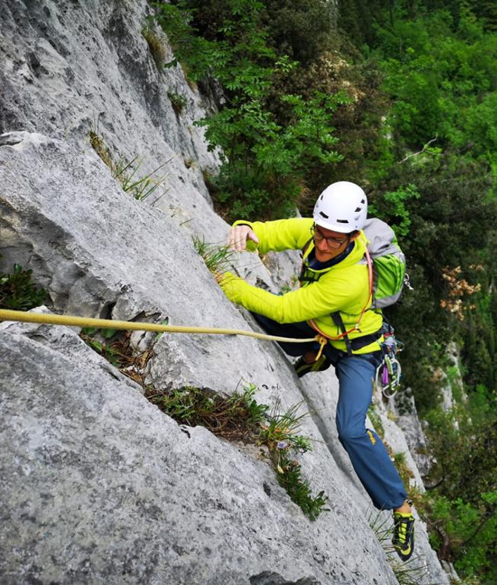 Multi-pitch climbing course